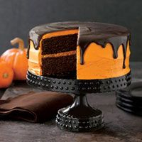 Pumpkin chocolate cake, try this fall.: Halloween Parties, Idea, Chocolates Cakes, Chocolates Pumpkin, Black Cakes, Pumpkin Cakes Recipes, Cakes Stands, Halloween Cakes, Chocolate Cakes
