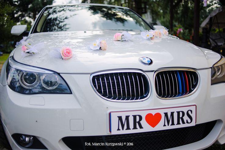 ślubny samochód i jego przystrojenie BMW