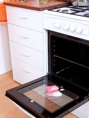 how to clean oven with natural products