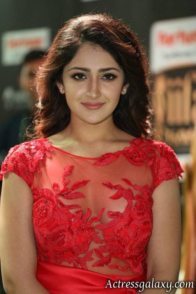 Calda e sexy Tollywood allettante attrice cinematografica del sud indiano-4512