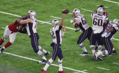 «Нью-Ингленд Пэтриотс» выиграли Супербоул в овертайме http://mnogomerie.ru/2017/02/06/nu-inglend-petriots-vyigrali-syperboyl-v-overtaime/  В США завершился розыгрыш чемпионата NFL. В финальном матче «Нью-Ингленд Пэтриотс» победили «Атланту Фэлконс» со сче