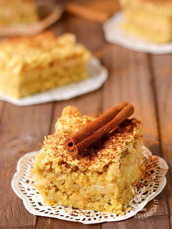 Che raffinatezza e che bontà! Servite questa squisita Torta di avena alle mele con cannella e un ciuffo di panna! Una vera goduria per il palato!