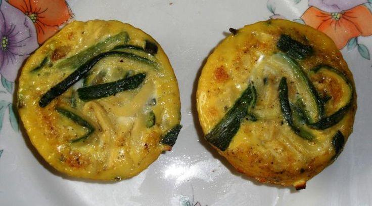 persische Vorspeise, die einfach zu machen ist, kann in Muffinformen für Gäste zubereitet werden oder nur in der Pfanne als Abendessen.