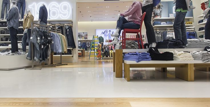 GAP MONTEVIDEO SHOPPING Superficie: 477 m2 Pavimento: piso de ingeniería en madera de Roble Natural Prefinished Sistema de Instalación: adhesivo Bona R848, aplicación con Bona Optispread, barrera de humedad Bona R410