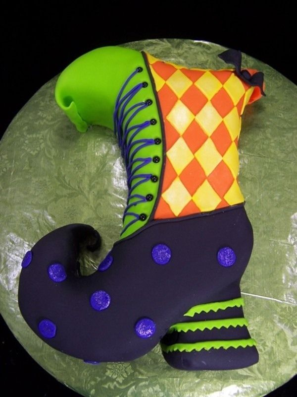 Halloween Cake Decorations Uk : 328 best images about Spooktacular Halloween Cakes on ...