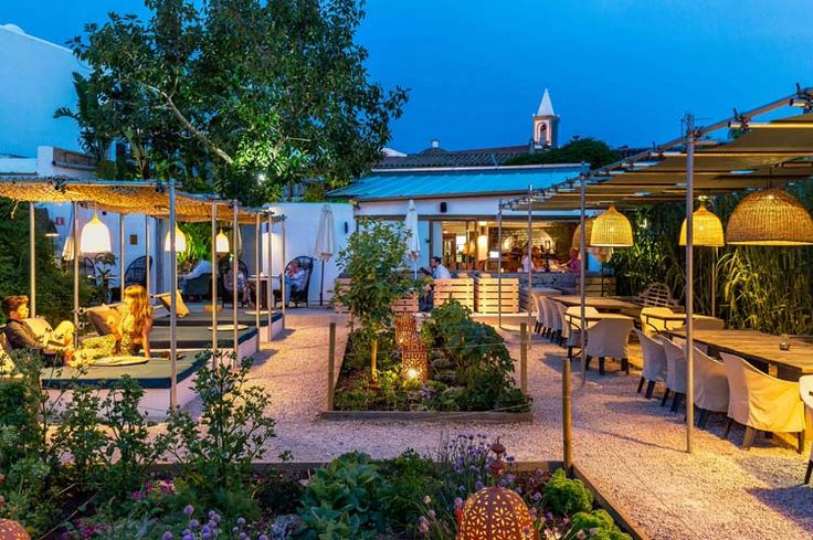 The Giri Café - Photo Galleries Page