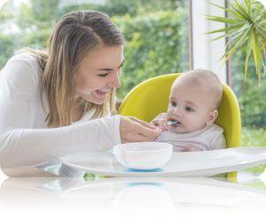 Les bols anti,renversement et les cuillères souples en silicone Kidsme  accompagneront parfaitement votre enfant
