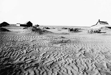 Dust Bowl--Canadian Encyclopaedia, cites sources, names author and dates articles making it reliable--Drought caused many problems for the prairies. Wheat prices reached a record low and farmers were unable to make profits. Dust storms and erosion made it impossible for things to grow or leave the house worsening the economic situation.