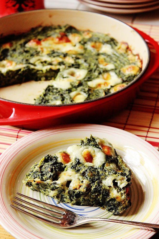Ricetta di frittata di spinaci senza uova davvero ottima ma arricchita con farina di ceci. Una frittata che ricorda molto all'aspetto una torta salata.