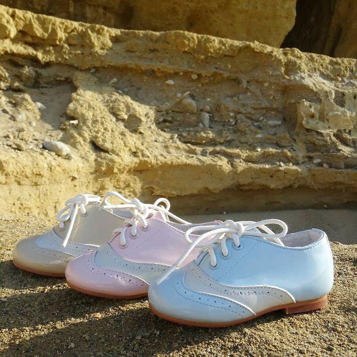Inauguramos la #primavera y llegan colores más frescos y claros como estos zapatitos estilo Oxford   16€ (Tallaje del 22 al 30) www.calzadoinfantilbarato.com