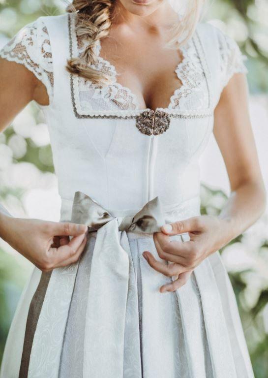Designer Hochzeitsdirndl Murielle von AlpenHerz mit Doppelschürze