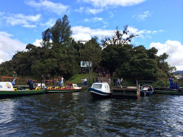 Isla La Corota, en medio de la Laguna de la Cocha en Nariño, Colombia.