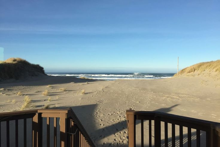 Entire home/apt in Waldport, United States. Walk out the door onto the sand.  Enjoy the small town feel and breathtaking views out every window. This home is good for couples, families (with kids), and big groups. 15 minutes from Newport's Oregon Coast Aquarium and Yachats with all its char...