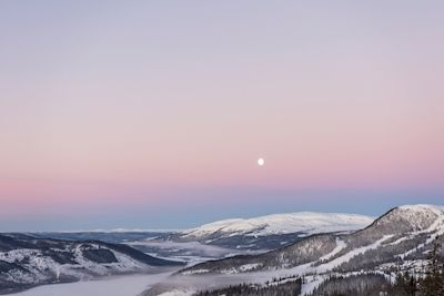 Albert Rösch - Rosa morgon över Åre. Pink morning on top of the mountains. Available as poster and laminated picture at Printler, the marketplace for photo art.