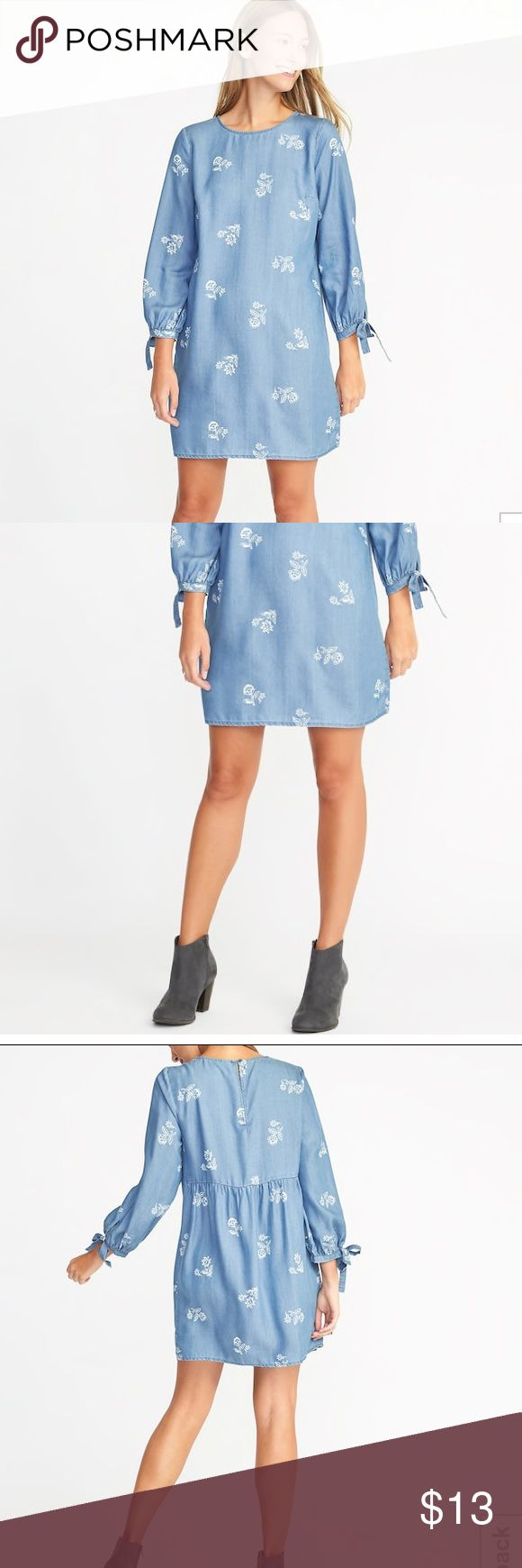 "Old Navy Tie Cuff floral blue Tencel shift dress Women's Old Navy tie sleeve shift dress, size XS. It has 3/4 length sleeves and is made of a material (tencel) that is like chambray but much lighter weight. It is a beautiful dress and very comfortable and flattering from the Spring 2018 line. It has been worn only once so it is excellent preowned condition. Smoke-free and pet-free home 😊  Measurement: 18"" across the bust from underarm to underarm, 20"" sleeve, 32"" long from shoulder to…"