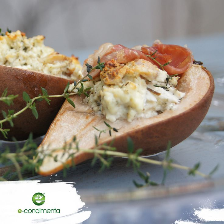 "Pear baked with ""bryndza"" cheese and prosciutto crudo/Gruszka faszerowana serem bryndza i prosciutto crudo #healthyfood #econdimenta #halthycooking #food"