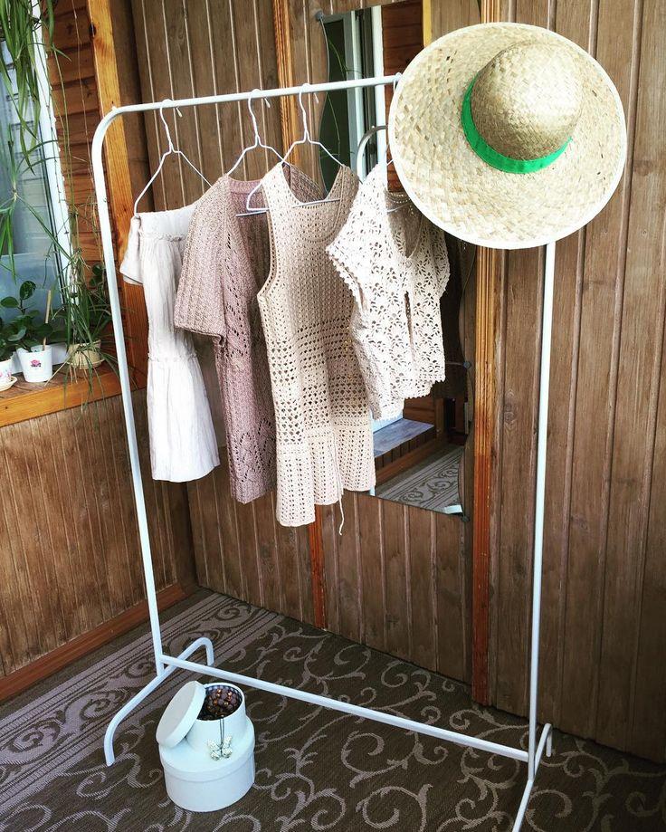 Небольшая коллекция в #кантристиль . Лето - самое время для простых и романтичных нарядов из натуральных материалов. Длинные юбки, короткие джинсовые шорты, хлопковые сарафаны, различные аксессуары - каждый найдет образ для себя! Маечка и укороченный жакет из хлопка в наличии. #вяжупродаю #жакетизхлопка #майкаизхлопка #вяжукрючком #жакеткрючком #майкакрючком #tatarenok_knit
