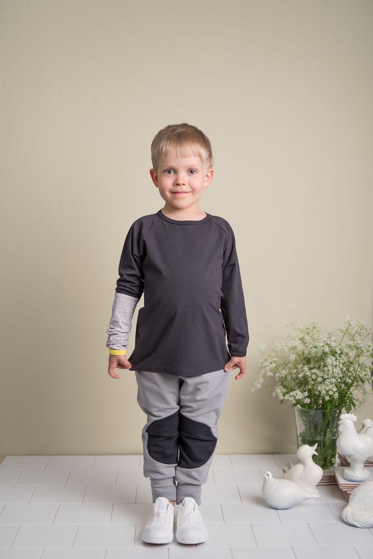 Οργανικό παντελόνι buggy, σε γκρι χρώμα  με ελαστική μέση και κορδόνι και εύκολο ντύσιμο.  Είναι ιδιαίτερα μαλακό και άνετο.  Κατασκευασμένο στην Πορτογαλία από 100%  εξαιρετικής ποιότητας οργανικό βαμβάκι.
