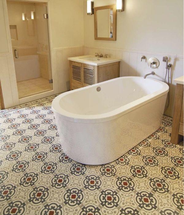 Узорчатая плитка для пола в ванной комнате