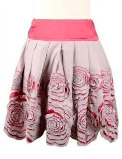 Reverse Applique Rose Skirt | Bandy Canyon tecnica ........ interesting and instructive and as she says, likely it would have had more effect on a stronger contrast fabric.