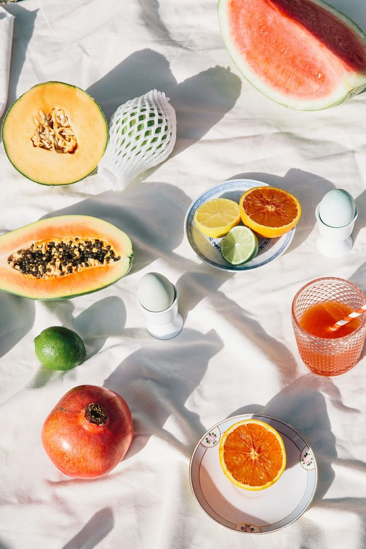 New fruit tart photography life ideas Fruit Photography, Still Life Photography, Fashion Photography, Photography Collage, Photography Aesthetic, Comida Diy, Lenotre, Photo Food, Fruits Photos