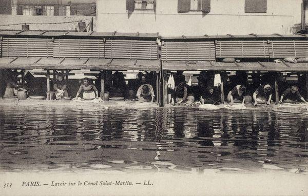LAVOIR SUR LE CANAL SAINT-MARTIN, c 1900
