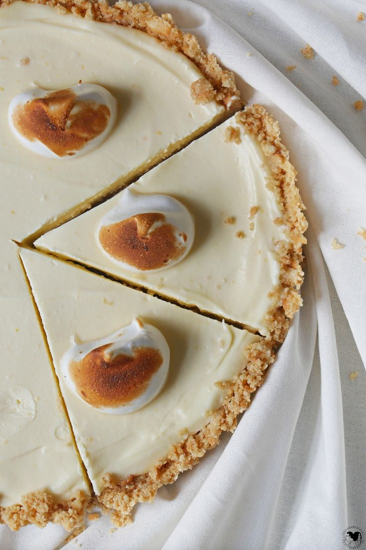 No bake Zitronencheesecake mit Baiser und krümmeligem Keksboden