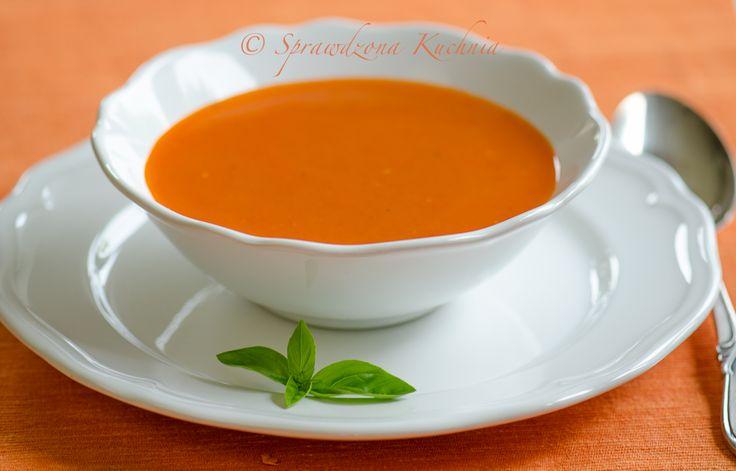 Wyśmienity krem pomidorowy aksamitnie gładki i gęsty, bardzo smaczny! Szybki i łatwy przepis, polecam w dwóch wersjach, pierwsza łagodna dla dzieci