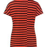This BOSS Orange women's shirt gives your casual outfits the suggestion of ultra-modern stripes with its loosely draping silhouette. The cropped sleeves and the dividing seams give it an air of sophistication, and the viscose blend feels comfortably soft – a cool t-shirt for urban looks.