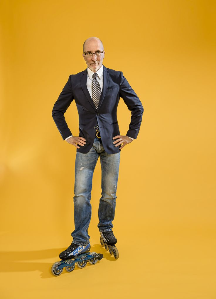 Roller skater.  Happy man. Yellow. Suit and Tie. Fun. Portrait. Photo by Mikael Ahlfors.