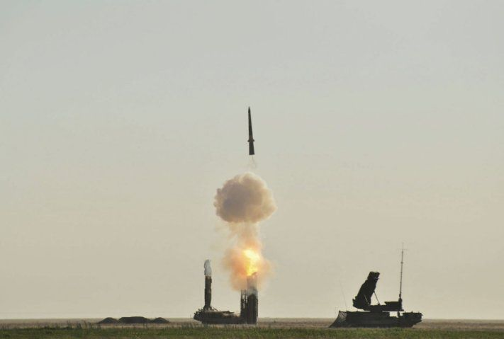 A 9A83 transporter erector launcher and radar (TELAR) from a Russian S-300V4 system launches a 9M83 missile during an exercise. The S-300V series uses two missiles, of which the 9M83 has the shorter range. (Russian Ministry of Defence)