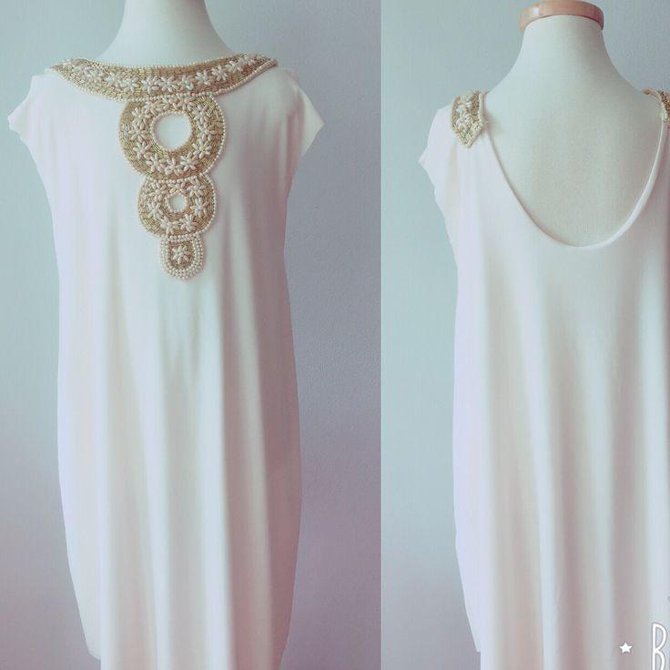 Nuevos diseños románticos de líneas simples y rectas en www.dulcevictoria.cl ... Flowergirl, pajecitas,matrimonios..