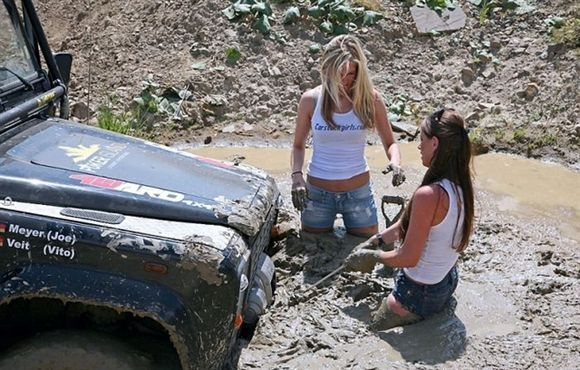 Image detail for -Girls drive Landys too !!!! - Australian Land Rover Owners