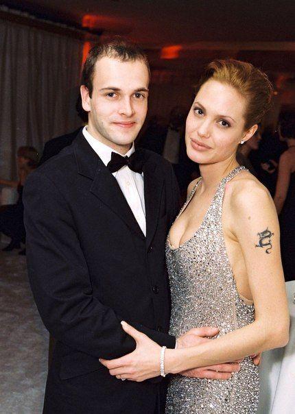 Дата: 24 января 1999 | Место: Лос-Анджелес, США  Событие: вечеринка после 56-й церемонии вручения наград премии «Золотой глобус»
