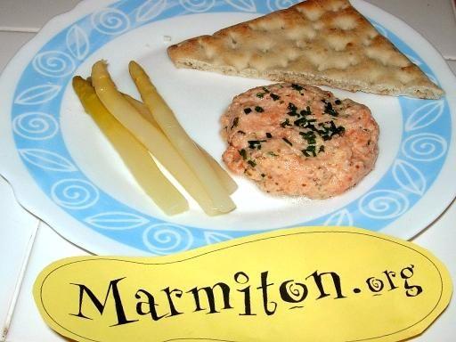 Tartare de saumon assaisonné : Recette de Tartare de saumon assaisonné - Marmiton