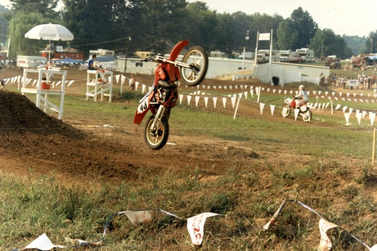 %TITTLE% -   As we count down the 36 days until the start of the 2017 Rocky Mountain ATV/MC Loretta Lynn's AMA Amateur National Motocross Championship, we are going to look back at each year in the history of the event. Today we look back at 1986. Yesterday, we looked at the 2006 AMA Amateur Motocross... - http://acculength.com/motocross/36-years-of-lorettas-1986-loretta-lynns.html