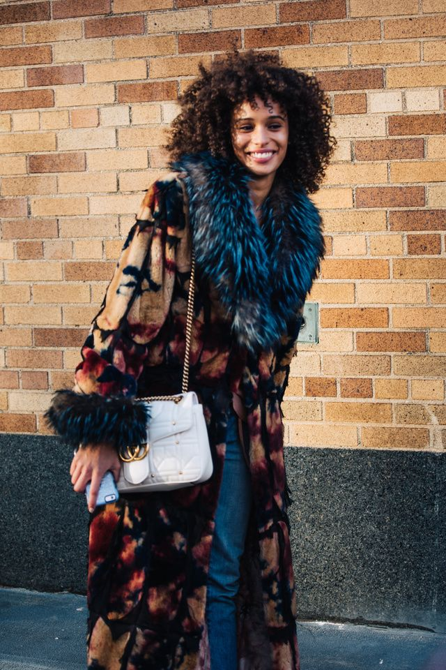Découvrez les meilleurs looks de rue pris sur le vif par Sandra Semburg à la sortie des défilés automne-hiver 2017-2018 de New York.