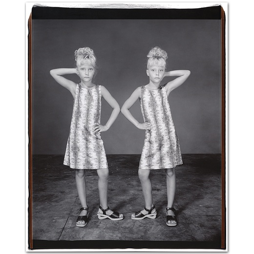 Mary Ellen Mark. Tabitha and Tiffany Good, 9 years old, Tabitha older by 4 minutes, Twinsburg, Ohio, 2001