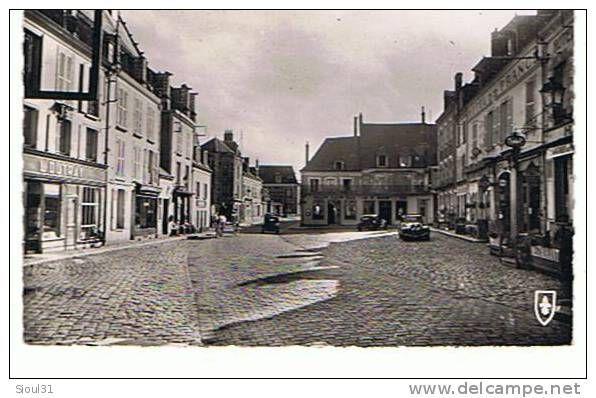 28. BONNEVAL    -   PLACE DU MARCHE +HOTEL DE FRANCE +BAR S. ROCH+TRACTION +202.CPSM  TBE
