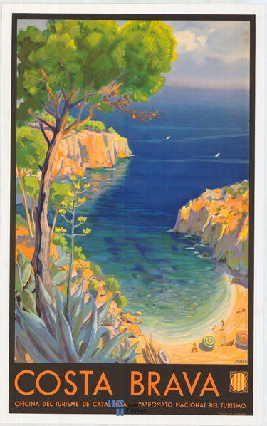 Costa Brava #Spain, 1933.. Por la década de 1930, los turistas llenaban las playas de la zona, pero aún se mezclaban con pescadores y agricultores que cultivaban cerca de la costa. A partir de la década de 1950 y 1960 el fenómeno turístico se generalizó y hubo un gran desarrollo urbanístico de algunas localidades de estas comarcas...