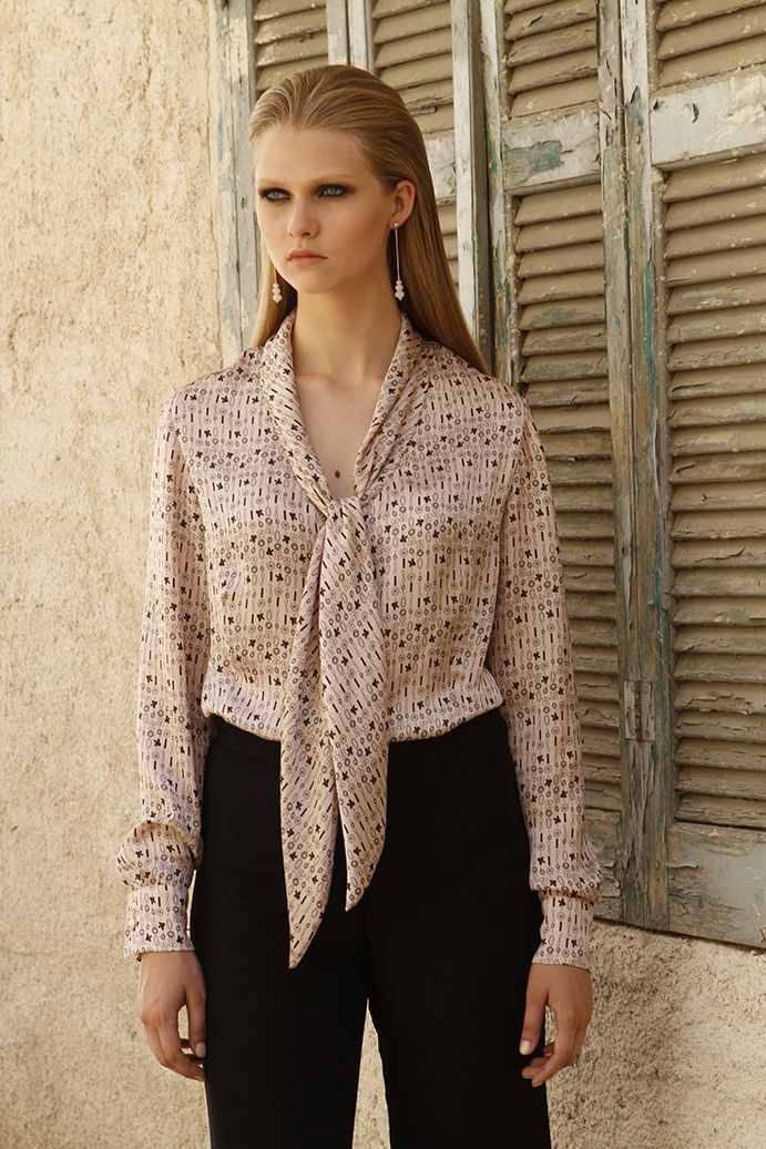 Shirt with distinctive printed in cupro satin fabric with tie tie in elegant pastel tones and timeless