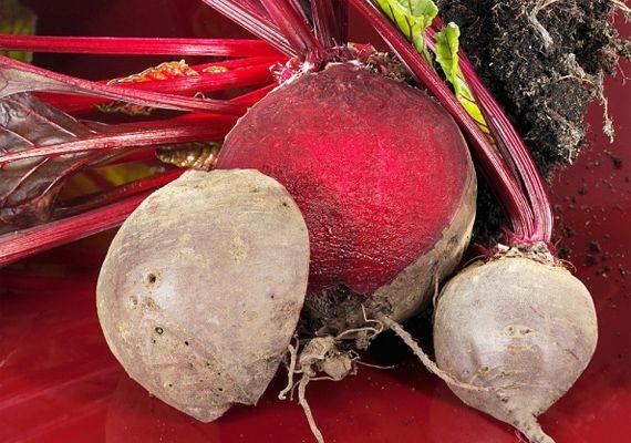 Így fess klasszikus piros tojást: ahogyan a nagyi idejében csinálták | femina.hu