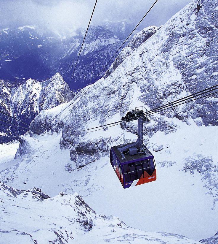 Fast bis zur Spitze der Marmolata führt eine Seilbahn-Tour in drei Etappen über spektakuläre Landschaften. (Bild: PD)