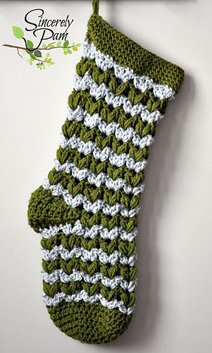 I love Sincerely Pam's designs, and lookie! a Christmas stocking!! <3
