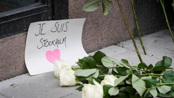 Schweden steht nach dem Attentat unter Schock. Der Haupttäter wurde festgenommen und ist geständig und hatte vor allem Kinder im Visier. Nun findet die Aufbereitung und Fehlersuche in Politik und Gesellschaft statt. Premierminister Löfven rief ein Ende der Masseneinwanderung herbei.