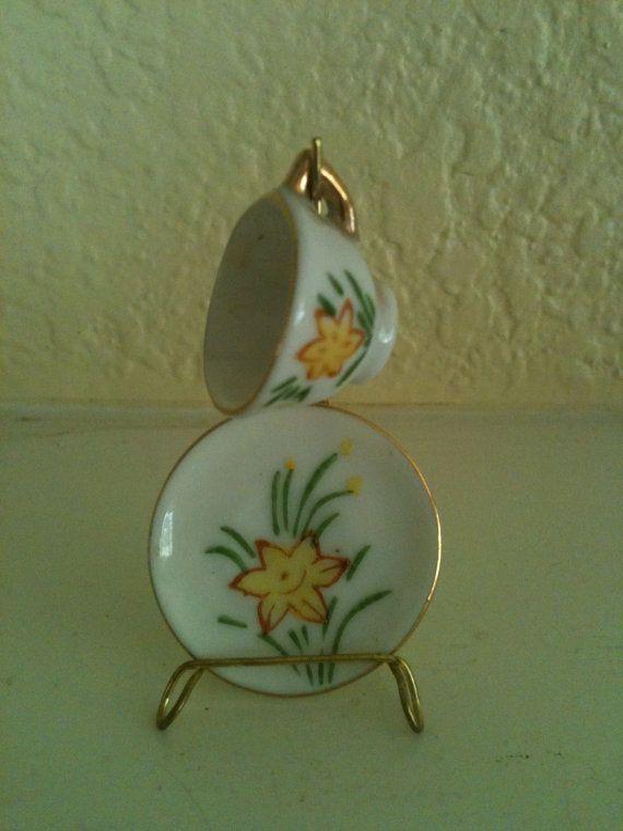Vintage miniature porcelaine tasse et par YellowCottageGifts