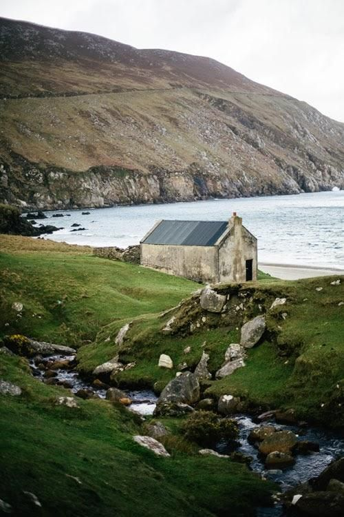 I daydream about roaming the countryside. (Ireland / Beth Kirby) CLT