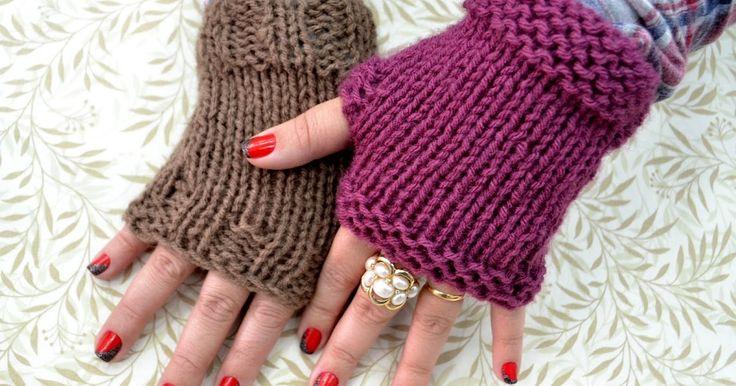 Para fazer bem rápido! E que delícia de usar! Luvinhas sem dedos são boas para aquecer as mãos enquanto digitamos, crochetamos e at...