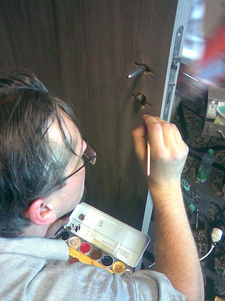Oprava spatně navrtané díry pro kování -  Dokreslování struktury dřeva, #oprava, #dveře, #zárubně, #obložky, #repair, #Instandsetzung, #Reparatur