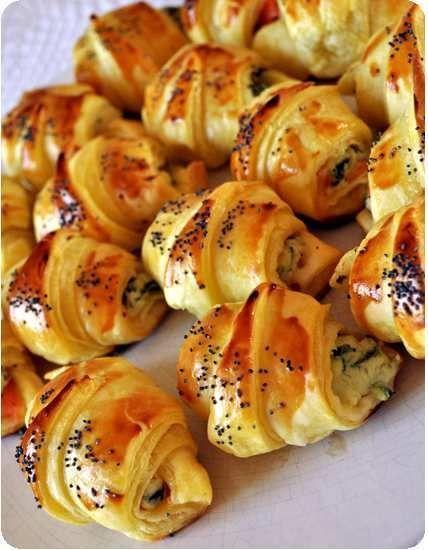 Croissants feuilletés au saumon pour l'apéro ❤http://weheartit.com/eloise_73 ☼http://www.pinterest.com/eloiselaporte73/